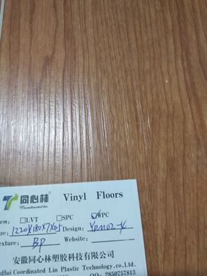 Cina Waterproof Interlocking Vinyl Plank Flooring 15 tahun garansi Distributor